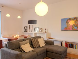 Beautiful & modern apartment near the heart of Milan - walk to dining & sights!