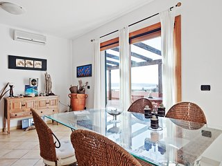Beautiful, modern apartment w/ sunny patio & sea views - walk to the beach!