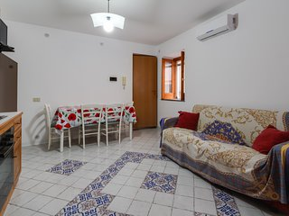 Charming groundfloor apartment close to the sea & downtown Acquacalda