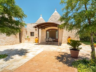 Rustic villa w/ private garden and pool - space for a large group!