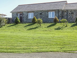 MIDDLE BARN, pet friendly, character holiday cottage, with a garden in