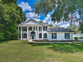 Mt Dora Area 'White House' w/Pool, 30Mi to Disney!