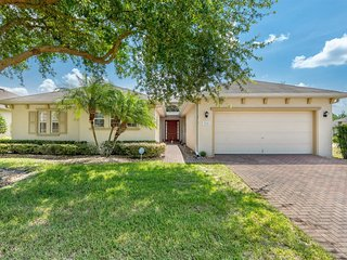 Stunning 4 Bed pool Villa located just minutes from the Orlando area attractions