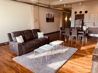 Spacious & Cozy Industrial Apt | Heart of Downtown