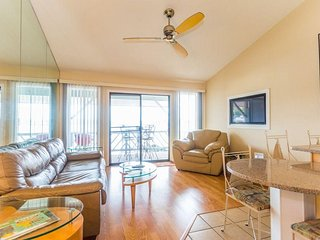 Lake Views for Miles-Top Floor Corner Unit-Great For Couples & Families