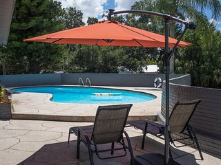 'Sunset Oasis' pool★king bed★game room★sleeps 15★pets