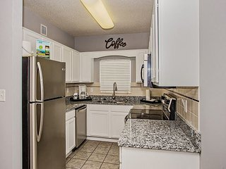 Winter $avings! Riverside 2BR, Walk to The Island, Old Mill, & Parkway