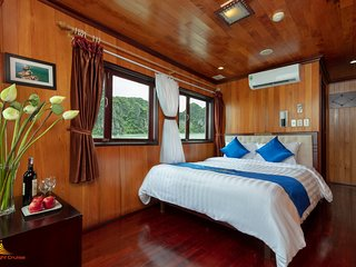 Stunning view Halong Bay -  Private Sunlight cruise