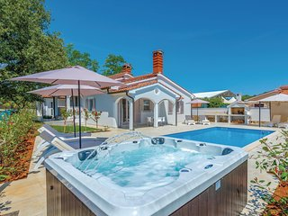 Nice home in Vabriga w/ Outdoor swimming pool, Jacuzzi and Outdoor swimming pool
