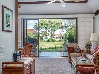 Ground Floor Ease+Tropical View! Full Kitchen, Lanai, Flat Screens+WiFi–Kiahuna