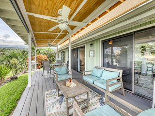 Single-level home w/ open lanai & ocean/downtown views - in a quiet area!
