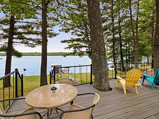 NEW LISTING! Waterfront home between 2 lakes w/ heated porch, dock & kayaks
