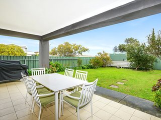 2 Ayrton Apartment - Ground Floor with Lovely Yard