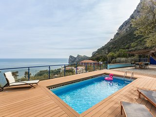 Villa The Phoenix with Private Swimming Pool, Sea View, Terrace and Parking