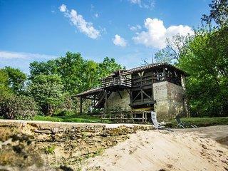 Moulin de Saint Cricq, gîte en bordure de rivière avec piscine et sauna Russe