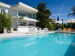 2 bedroom Villa with Pool, Air Con and WiFi - 5048838