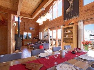 Ski Chalet Rustique + Bain a Remous Prive + Local a Skis Chauffe | Ski a Les