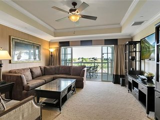1364CCR-302. Stunning 3 Bed 3 Bath Condo Overlooking the Tom Watson Golf Course