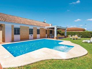 Amazing home in Carmona w/ Outdoor swimming pool, Outdoor swimming pool and 5 Be