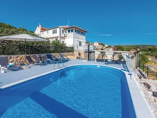 Beautiful home in Primosten w/ WiFi and 4 Bedrooms