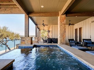 3BR/5BA Lake Travis Villa w/ Infinity Pool, Covered Veranda & Outdoor Kitchen