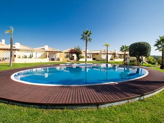 Beautiful villa in a quiet location with stunning gardens & pool Vilamoura