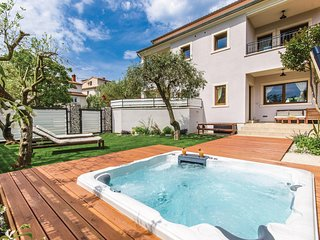 Amazing home in Rovinj w/ Jacuzzi, WiFi and 2 Bedrooms (CIV508)