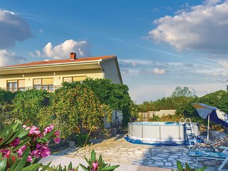Amazing home in Radosic w/ WiFi and 3 Bedrooms (CDE165)