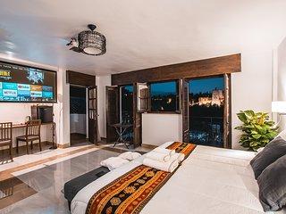 Alma San nicolas Junior Suite Cinema with Alhambra view