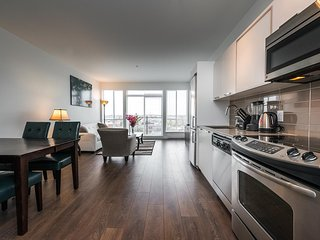 Sweet Condo in Downtown Victoria with PARKING