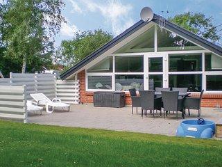 Nice home in Hemmet w/ Sauna, WiFi and 3 Bedrooms (P52012)
