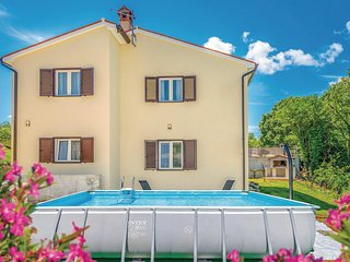 Nice apartment in Labin w/ WiFi, Outdoor swimming pool and 2 Bedrooms