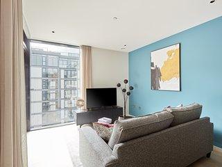 Sonder | Britain Quay | Luxurious 2BR + Balcony