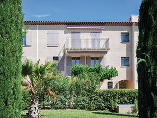 Amazing home in Lorgues w/ Outdoor swimming pool and 2 Bedrooms (FCV698)
