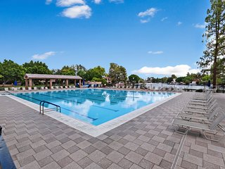 Beautiful waterfront condo w/shared swimming pool, tennis & basketball, gym