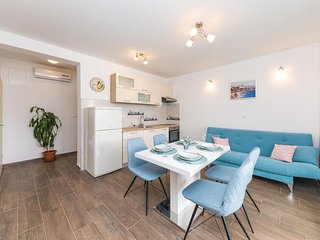 Amazing apartment in Vinisce w/ WiFi and 2 Bedrooms