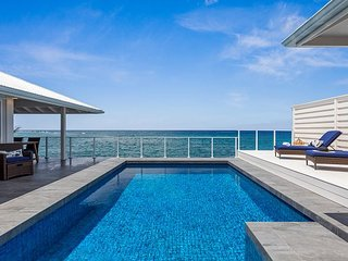Turtle Rock - Ocean Front Cottage with pool