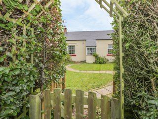 3 BURNSIDE COTTAGES, romantic retreat, open fire, WiFi, decked and lawned