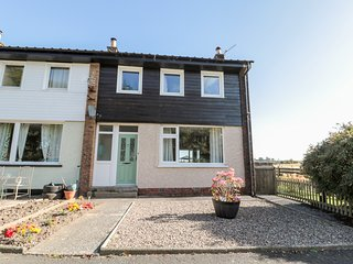 SWALLOWS FLIGHT, semi-detached, incredible views, pet-friendly, in Lucker, Ref