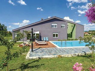 Nice home in Trilj w/ Jacuzzi, WiFi and 4 Bedrooms