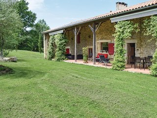 Beautiful home in Ste Gemme Martaillac w/ WiFi, Outdoor swimming pool and Heated