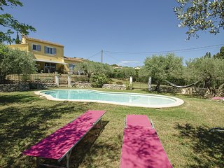 Amazing home in Caumont sur Durance w/ WiFi and 3 Bedrooms