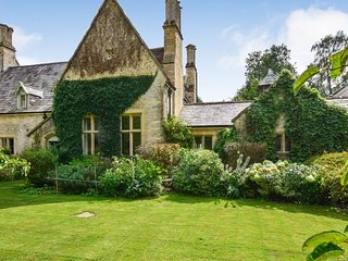 Bellhouse, Nailsworth, Cotswolds  - sleeps 8 guests  in 4 bedrooms