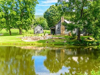 Oxbow Farms: Luxurious country escape! Fishing, hot tub, fire-pit, fishing ponds