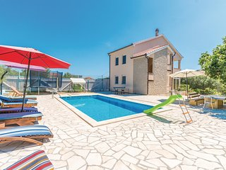 Stunning home in Zadar w/ WiFi and 5 Bedrooms
