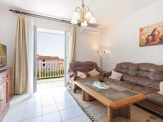 Podstrana Apartment Sleeps 5 with Pool Air Con and WiFi - 5813529