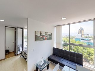 Convenient studio w/city views from balcony and near downtown Medellín!