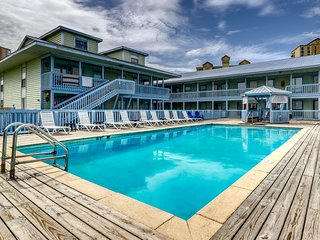 Spacious condo near the beach w/ loft, outdoor pool, & pier on the lagoon!