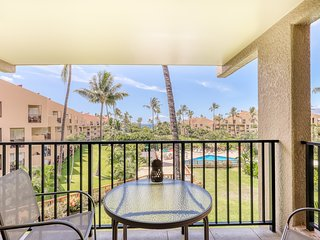 Ocean view condo across from the beach w/ lanai & shared pool/hot tub!