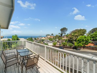 Gorgeous house w/ocean views, patio w/dining area, gas grill, firepit & more!
